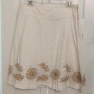 Old Navy White Cotton Skirt w/ embroidered details